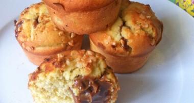Muffin aux Reine-claudes, confiture de lait et nougatine.