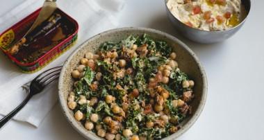 Salade aux superaliments 100% détox : Kale, pois chiche, grenade..